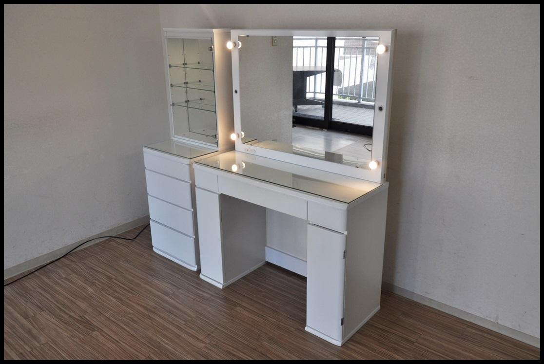 【中古】LED照明付きドレッサー日本製ショーケース2台セット鏡面ホワイト強化ガラス天板メイクアップルーム鏡台 の落札情報詳細
