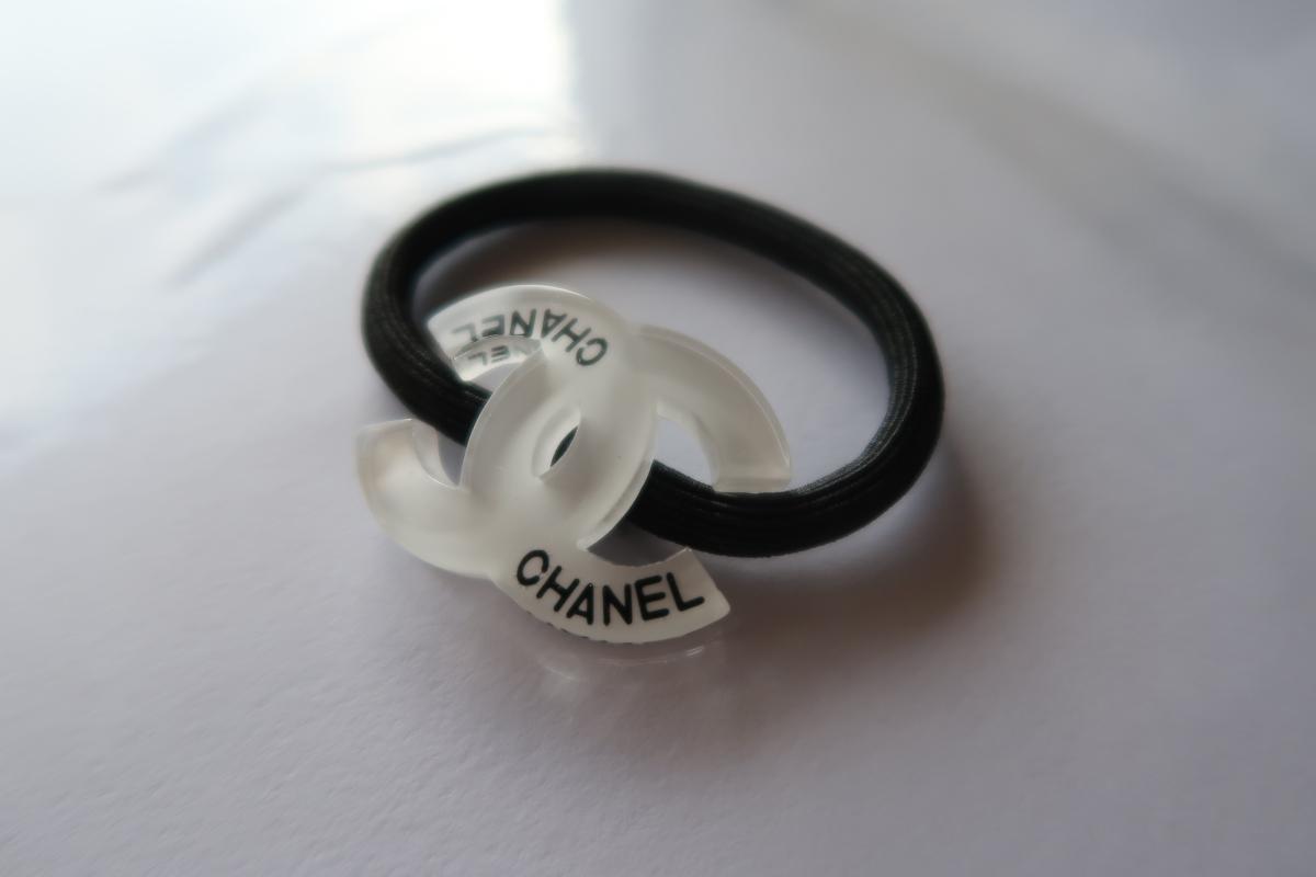 812cbfe38bfe CHANEL シャネル ヘアゴム 白 ccマーク ロゴ ノベルティ 新品 未使用 ホワイトの1番目の