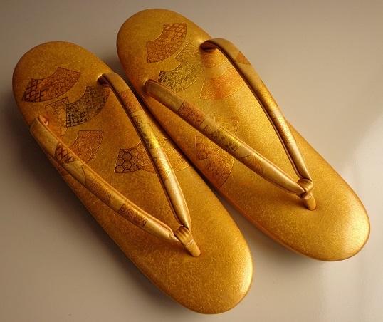 1ab6c42a46aaf4 ... 未使用 心斎橋 てんぐ 優雅で上品な礼装用本革エナメル草履 23.2cm ...