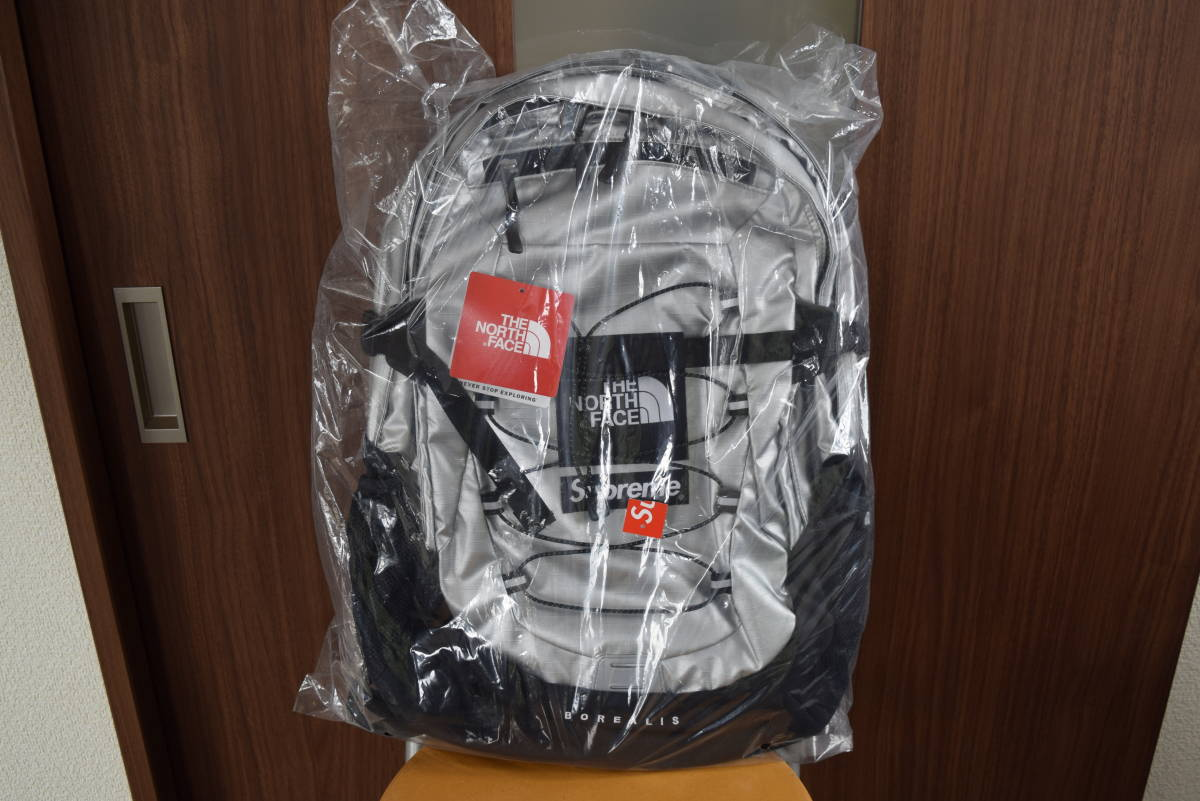 c8ba80b57 【新品未使用】18SS Supreme The North Face Metallic Borealis Backpack Silver リュック  シュプリーム